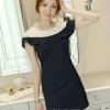 ชุดเดรสสั้น แซกสั้นสีดำ ทรงเอเข้ารูป ช่วงคอ-ไหล่เป็นสีขาว แต่งระบายน่ารักๆ สวยหวานสไตล์เกาหลี