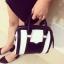กระเป๋าถือ สะพายใหล่ ทรงกระบอก หนังนิ่ม สี ขาว/ดำ แบบใหม่ thumbnail 4
