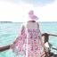 ชุดเดรสสั้นใส่เที่ยวทะเลสวยๆ โทนสีชมพูลายดอกไม้ เว้าไหล่ ทรงปล่อย thumbnail 2