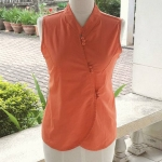 เสื้อแขนกุดสีส้ม กระดุมผ้า