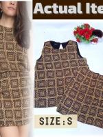 New งานแบรนด์หรู ชนช็อป ลดราคา 50-80% Set เสื้อแขนกุด มาพร้อมกระโปรงสั้น ผ้า Cotton ผสม เนื้อนุ่มจากเกาหลีใส่ซับในทั้งตัว เสื้อเจาะกระดุมหลัง กระโปรงใส่ซิบหลัง