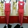 WOW Jumpsuit : ชุดจั๊มสูทกางเกงขายาวผ้าคอตต้อนยืดพื้นสีแดงพิมพ์ลายตัวหนังสืออังกฤษสีขาว ตัวเสื้อแขนกุด เก๋ด้วยดีไซส์เจาะด้านและกระดุมหลัง ช่วงเอวสม็อคและแต่งระบาย กางเกงปลายขาเดฟ ความยาว5-6ส่วน ผ้านิ่มใส่สบาย