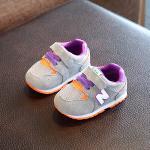 รองเท้าเด็ก รองเท้าพื้นแข็ง ทรงกีฬา N แบบเชือก (เทา)