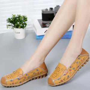 SK10 รองเท้าหนังนิ่ม (หนังวัว) ลายดอกไม้เล็ก Size 40