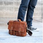 กระเป๋าสะพายข้างและถือ กระเป๋าใส่เอกสาร เป็นกระเป๋าหนังแท้ ขนาด A4 สไตล์สปอร์ต