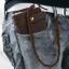 กระเป๋าสตางค์ผู้ชายทรงยาว เรียบหรู มีสไตล์ พร้อมกับสายคล้องกระเป๋า ผลิตจากหนังวัวแท้ โทนสีดำน้ำตาลเข้ม