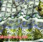 ผ้าพันคอ ผ้าคลุมไหล่พิมพ์ลาย : ลายแบรนด์เนมสีเขียว-ขาว