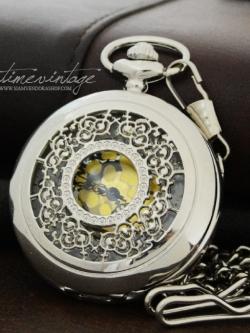 นาฬิกาพกวินเทจแบบสร้อยคล้องคอใาฉลุลายเถาวัลย์ Silver Floret (พร้อมส่ง)