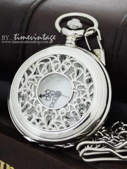"""นาฬิกาพกฝาฉลุสีเงินเงา ลาย""""ดอกพุดไทย"""" ตรงกลางมองเห็นหน้าปัดระบบควอทซ์"""