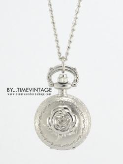 สร้อยคอแบบจี้นาฬิกาสีเงินเงา ลายกุหลาบเล็ก Sweet Rose (พร้อมส่ง)