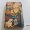 มายาอาฆาต (Shattered Silk) Barbara Michaels เขียน บุญญรัตน์ แปล***สินค้าหมด***