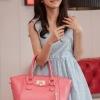 (พร้อมส่ง)กระเป๋าแฟชั่น ทรงคัพ สีชมพู สวย น่ารัก แต่งพู่+ตัวล็อครูปหัวใจ แบรนด์ PG