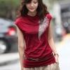 เสื้อแฟชั่นคอเต่าแขนกุดสีแดงปักมุดสีเงินรูปขนนก เด่นมากค่ะ