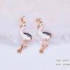 ต่างหูรูปนกฟลามิงโกสีขาวฝังเพชร