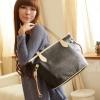 (พร้อมส่ง)กระเป๋าแฟชั่น ทรงน่ารัก สีดำ ปั๊มนูนลายจุด แต่งสายสีครีม แบรนด์ PG