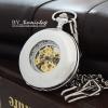 นาฬิกาพกกลไกไขลานโรมันสีเงินเงาพื้นหลังเรียบ