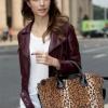 (พร้อมส่ง)กระเป๋าหนัง ทรงกว้าง ลายเสือ แต่งขน แบรนด์ Axixi ของแท้ 100%