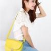 (พร้อมส่ง)กระเป๋าหนัง สะพายข้าง ใบกะทัดรัด ทรงมน สวยเป๊ะ คุณภาพดี สีเหลือง แบรนด์ Axixi
