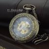 นาฬิกาตลับระบบกลไกไขลานแบบโบราณสีทองเหลือง ตรงกลางฝาแก้วคริสตัลเมื่อเห็นเครื่องกลไก