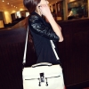 (พร้อมส่ง)กระเป๋าหนังนิ่ม สีขาว ทรงสวยคลาสสิค แต่งซิปเก๋ๆ สะพายได้หลายโอกาส