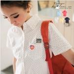 [Preorder] เสื้อเชิ๊ตแฟชั่นแขนสั้นลายจุด สีขาว The embroidered Figure little pocket shirt (Tokyo Fashion 100% นำเข้าจากไต้หวัน)