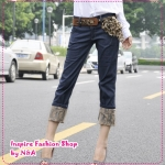 [Preorder] กางเกงยีนส์ขาสามส่วนพร้อมเข็มขัดแฟชั่นเก๋ๆ สีน้ำเงิน Classic lace the flange trousers pantyhose (to send the belt shop model stars) super good quality