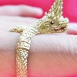 สินค้าเลิกผลิตค่ะ แหวนพญานาคทองเหลืองเศียรเดียวตวัดปลายหาง เสริมบารมี โชคลาภค่ะ
