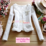 [Preorder] เสื้อสูทแขนยาวเก๋ๆ ประดับลูกไม้หวานๆ สีขาว 2012 autumn and winter new women lace lotus leaf lace woolen short jacket short coat with butterfly corsage