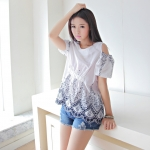 [Preorder] เสื้อแฟชั่นแขนสั้นเปิดไหล่ปักลายดอกไม้ สีขาว Korean Women Summer new fashion sweet Ethnic embroidery round neck waist coat wild