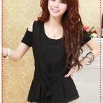 เสื้อแฟชั่นแขนสั้นเปิดไหล่สีดำ Qinfu Miki - strapless splicing chiffon strap T-shirt (Preorder)