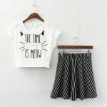 [Preorder] เซ็ทเสื้อแฟชั่นแขนสั้นปักตัวอักษรภาษาอังกฤษ + กระโปรงบานสั้นลายทาง (ไซส์ S M L) 2015 summer new Korean Institute cute embroidered letters T shirt + stripe skirt female two-piece suit