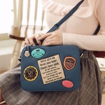 [Preorder] กระเป๋าสะพายข้างสไตล์ Retro ทรงสีเหลี่ยม สีน้ำเงิน Beauty travel memories badge oblique bag woman bag Post