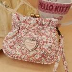 [Preorder] กระเป๋าใบเล็ก สกรีนลายแมวเหมียคิตตี้พร้อมดอกไม้เล็กๆ หวาน Hello Kitty purse coin bag admission package cute cartoon wallet can hand carry