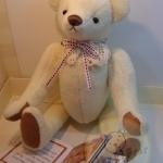 ตุ๊กตาหมีผ้าขนสั้นสีครีม ขนาด 28 ซม. - BECK