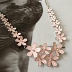 สร้อยคอแฟชั่น ดอกไม้สีชมพูพาสเทล