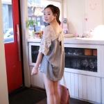 RJ.Story เสื้อแฟชั่นเกาหลีสีเทาตัดต่อด้วยผ้าโครเช ด้านหลังเว้าพร้อมเชือกผูก เก๋มากค่ะ