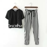 [Preorder] เซ็ทเสื้อยืดแขนสั้นสกรีนตัวอักษรภาษาอังกฤษสีดำ + กางเกงขายาวลายทางสีขาวสลับดำ (ไซส์ S M L) 2015 summer new Korean Women round neck letters printed short-sleeved T-shirt + striped pants suit fashion tide