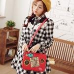 [Preorder] กระเป๋าสะพายข้างสไตล์ Retro ทรงสีเหลี่ยม สีแดง Beauty travel memories badge oblique bag woman bag Post