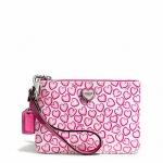 ❤❤ พร้อมส่งค่ะ ❤❤ กระเป๋า Coach รุ่น Heart Print Small Wristlet ลายหัวใจสีชมพูหวานๆ