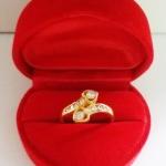สินค้าหมดค่ะ แหวนเพชรทองเหลือง แบบ2(หัวใจไขว้2ดวง)พร้อมกล่องกำมะหยี่รูปหัวใจค่ะ
