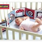 Tiny Love : สำหรับติดเตียงและรถแข็น (หนังสือภาพกระตุ้นสายตา) พร้อมกล่อง ด้านที่ 1 สำหรับน้องแรกเกิด - 3 เดือนเป็นสีขาว แดง ดำ ด้านที่ 2 สีสรรสดใส สำหรับ 3 เดือนขึ้นไป