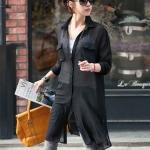 เสื้อคลุมแฟชั่นตัวยาว ผ้าชีฟองสีดำ คอปกแขนยาว แต่งกระเป๋าด้านหน้าทั้ง 2 ข้าง