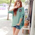 เสื้อแฟชั่นเกาหลีแขนยาวทรงปีกค้างคาวแหวกด้านหลัง-ข้างเป็นลายกราฟฟิกมี2สีค่ะสีเขียว/สีดำ