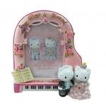 [Preorder] กรอบรูปแฟชั่นคู่บ่าวสาว Hello Kitty สีชมพู Cheap hot models cartoon photo frame ornaments Ornaments hello kitty wedding piano Frame Edition