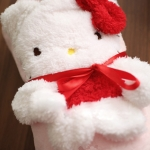 cute&cuddle Hello Kitty roll-up fleece blanket