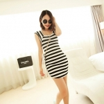 [Preorder] เดรสแฟชั่นแขนกุดลายขวางคอเหลี่ยม สีขาวดำ 2013 summer new Korean version of Women Stripe Square Neck Slim short-sleeved skirt dress