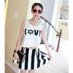 [Preorder] เซ็ทเสื้อกล้าม Love กระโปรงบานลายทางสีดำขาว Korea purchasing fresh Casual Fan beads vertical stripes vest + A word skirt suit
