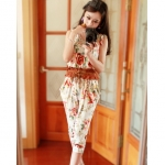 [Preorder] จั๊มสูทแฟชั่นขาสามส่วนลายดอกไม้เก๋ๆ สีเบจ 2013 spring new seventh of harem pants small floral Europe and the United States piece pants jumpsuit pants coveralls