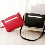 พร้อมส่งค่ะ DKNY cross pattern messenger bag สีแดง ไม่มีพวงกุญแจค่ะ