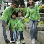 ชุดครอบครัว พ่อแม่ลูก เสื้อครอบครัวแขนยาว ลายห้วใจสีขาว สีเขียว (ราคา 3 ตัว พ่อ แม่ ลูก) - pre order